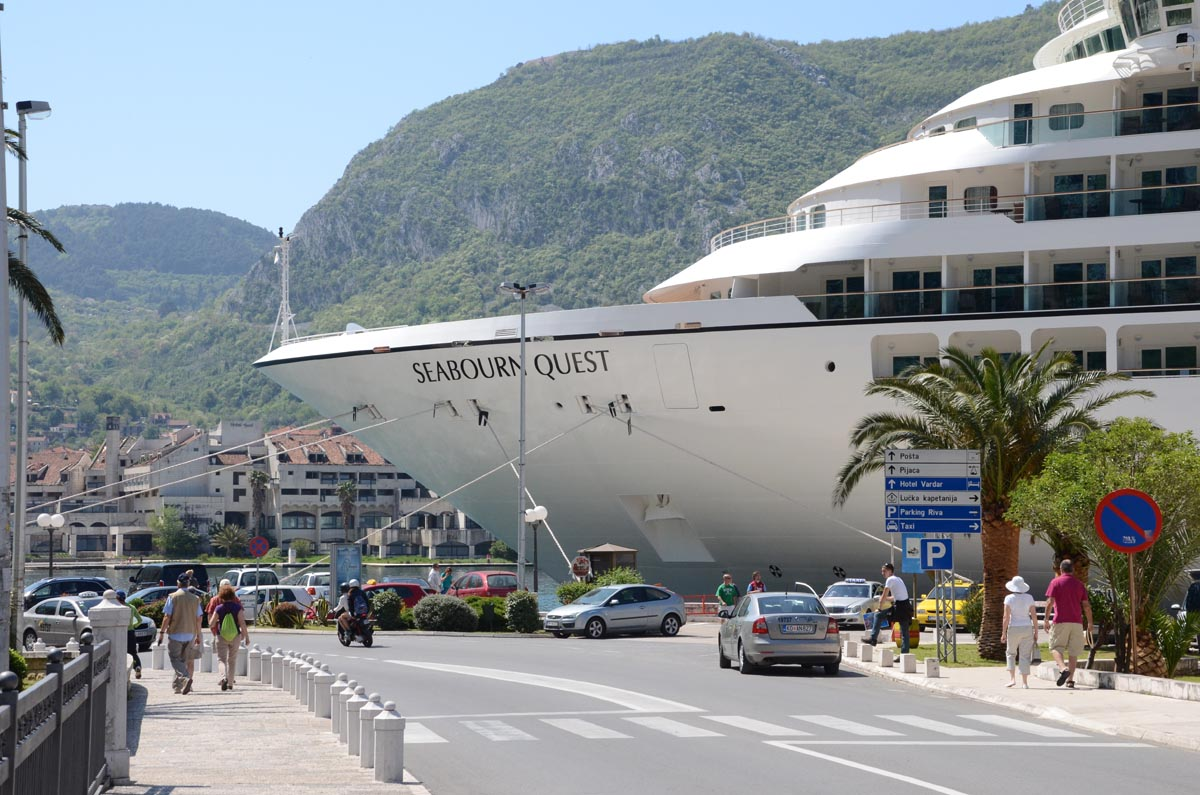 deluxe Seabourn cruise liners